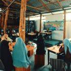 Suasana FGD dengan perempuan pencinta alam Maluku Utara di cafe Jarod BTN Ternate