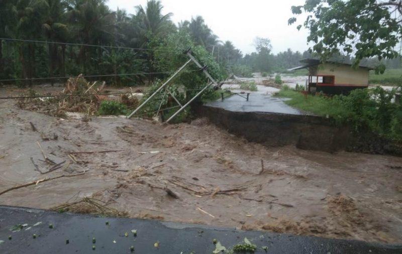 Kondisi-jenbatan-yang-putus-di-hantam-banjir-di-Galela-Barat-Halmahera-Utara foto-warga-Galela